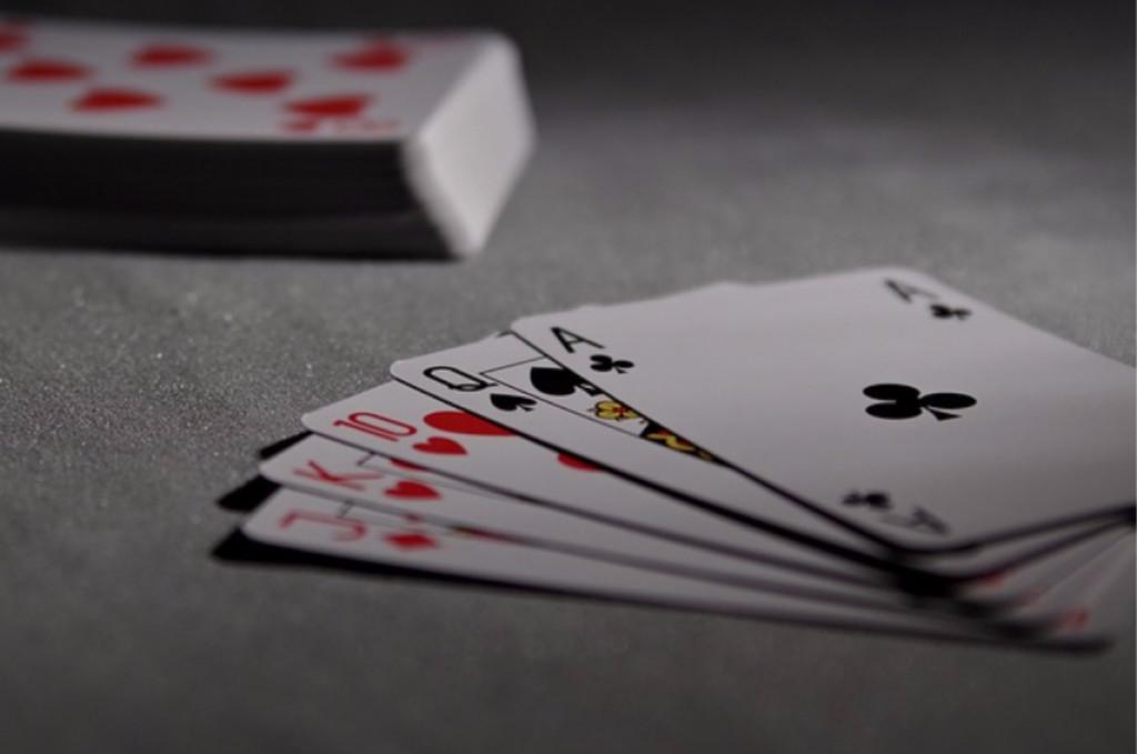 sort hvid billede af poker kort